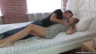 Leggy  blonde with dark eyebrows fucking a hung guy